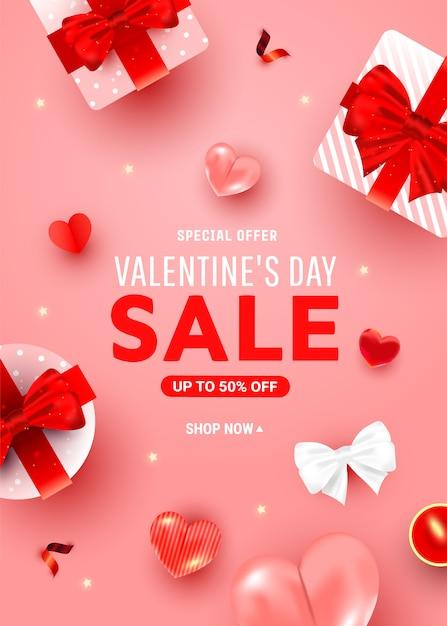 Dia dos namorados desconto saudação cartaz com caixas de surpresa, decoração de coração de hélio arejado, vela em um rosa. Vetor Premium