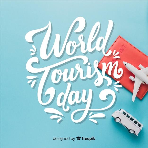 Dia mundial do turismo com elementos de viagem Vetor grátis
