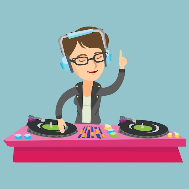 Dj caucasiano novo que mistura a música em plataformas giratórias. Vetor Premium