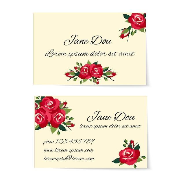 Dois cartões de visita diferentes decorados com elegantes buquês de rosas vermelhas com folhagens e botões em um design elegante Vetor grátis