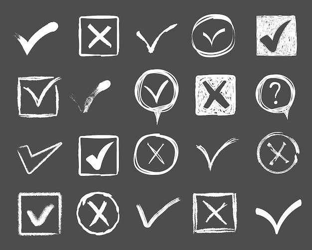 Doodle marcas de seleção e sublinhados. traços desenhados à mão e marcações de caneta v para itens da lista. elementos de marcador desenhados, bandeiras, carrapatos, sublinhados, linhas de pincel, círculos, retângulos. ilustração. Vetor Premium