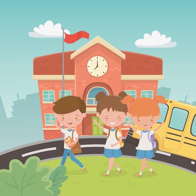 Edifício escolar e ônibus com crianças na cena Vetor grátis
