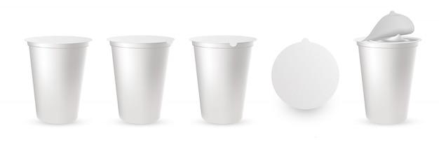 Embalagens de plástico realistas para iogurte com tampa de alumínio, tampa. Vetor Premium