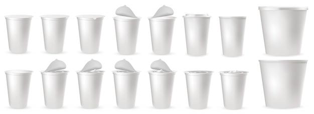 Embalagens de plástico realistas para iogurte com tampa de alumínio Vetor Premium