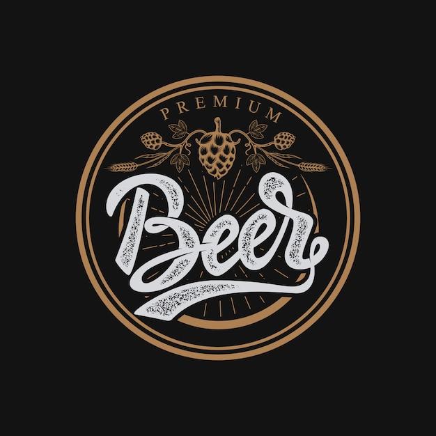Emblema de cerveja premium. letras manuscritas logotipo, etiqueta, crachá. sobre fundo branco. ilustração. Vetor Premium