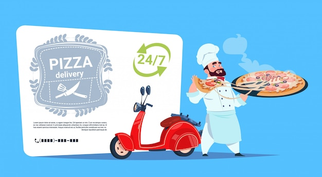 Emblema de entrega de pizza conceito chef cozinhar segurar caixa com prato quente em pé de motor vermelho moto modelo banner com cópia espaço Vetor Premium
