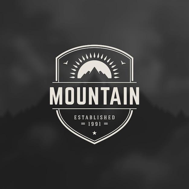 Emblema do logotipo de montanhas, expedição de aventura ao ar livre, silhueta de montanha Vetor Premium