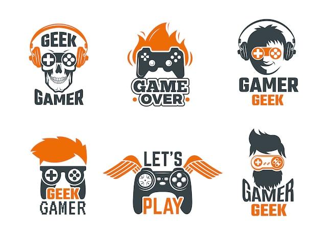 Emblemas de jogadores. etiquetas da velha escola de videogame de joystick para modelo de vetor de nerd inteligente Vetor Premium