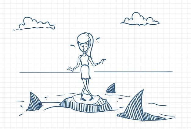 Empresária assustado doodle em pé na rocha com tubarões em torno do conceito de perigo e crise Vetor Premium