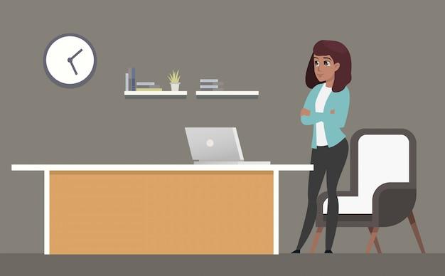 Empresária confiante em pé no local de trabalho Vetor Premium