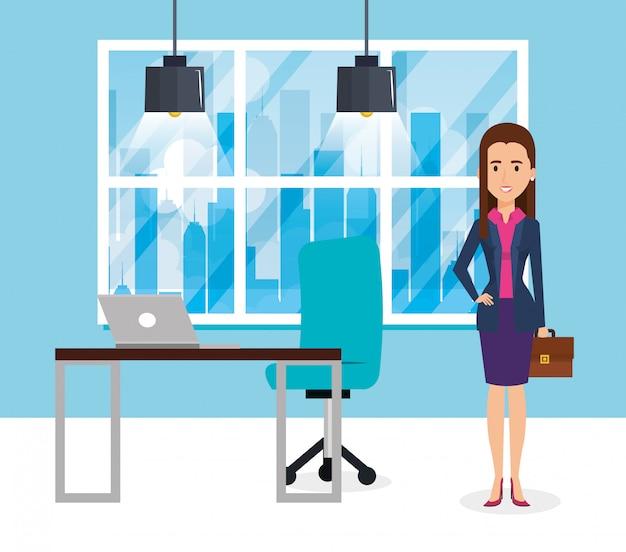 Empresária elegante na cena do escritório Vetor grátis