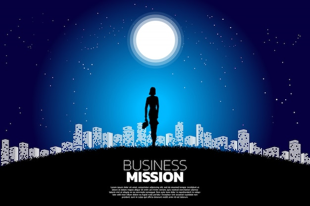 Empresária em pé na lua à luz da cidade. Vetor Premium