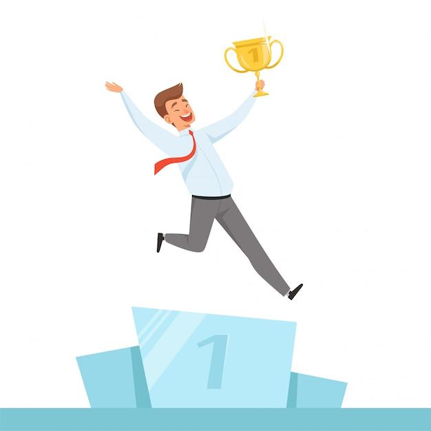 Empresário com troféu. gerente feliz com a taça de troféu de ouro nas mãos para o personagem de vencedor de negócios isolado Vetor Premium