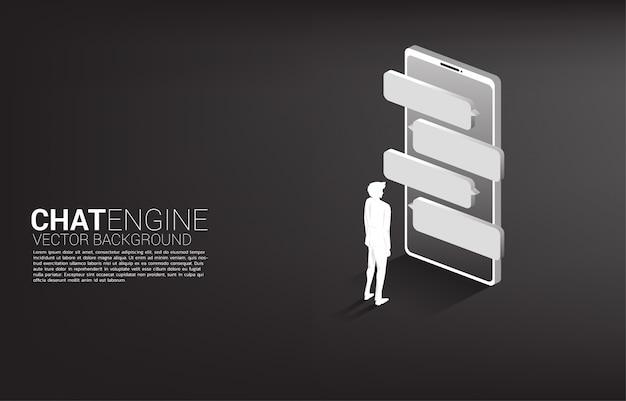 Empresário de silhueta em pé com discurso de bolha no celular. mecanismo de bot de bate-papo e comunicação. Vetor Premium