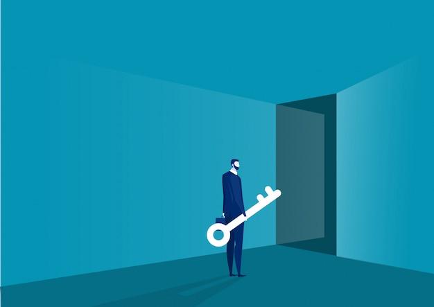 Empresário em frente a porta, segurando a chave grande. solução, ao conceito de sucesso Vetor Premium