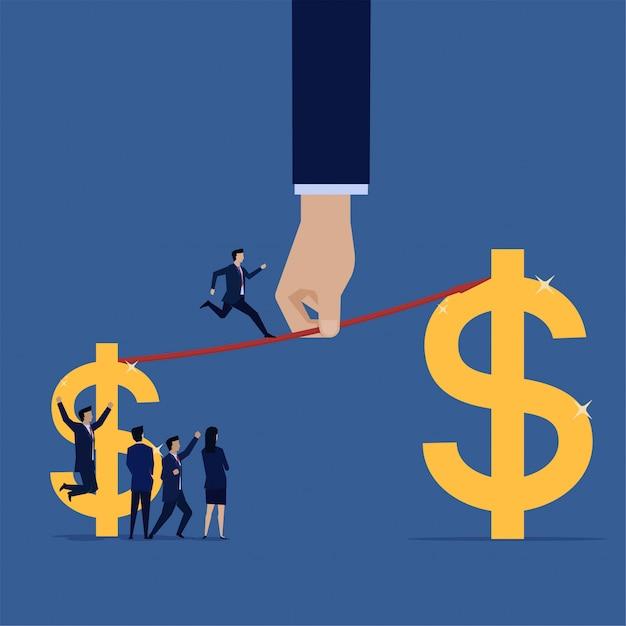 Empresário executado de pequeno salário para ganhar maior. vendas de crescimento. Vetor Premium