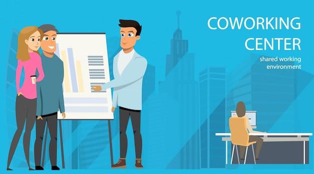 Empresário faz apresentação openspace coworking Vetor grátis