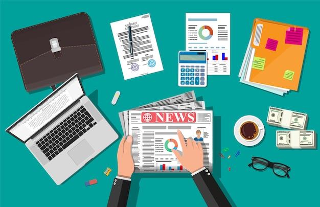 Empresário lendo jornal diário. jornal de notícias. Vetor Premium