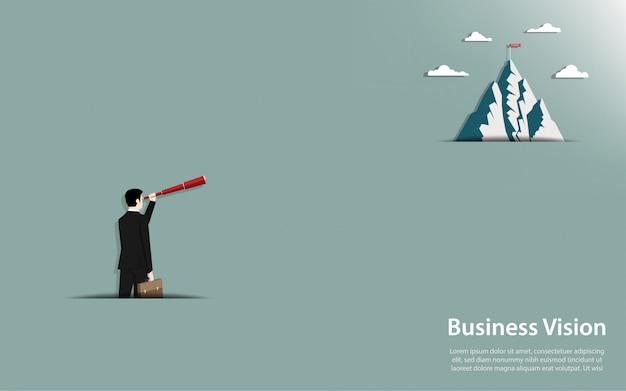 Empresário segurando um olhar binocular em ir para a montanha com bandeira de sucesso Vetor Premium