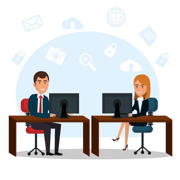 Empresários no escritório com ícones de marketing de e-mail Vetor grátis