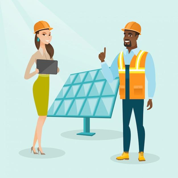 Engenheiros multiétnicas, trabalhando, em, planta poder solar Vetor Premium