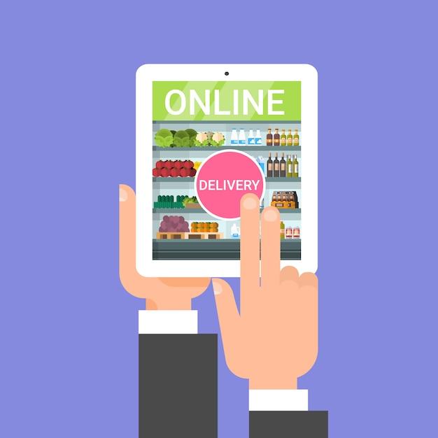 Entrega de compras on-line com pedido de comida de mão com aplicação de tablet digital Vetor Premium