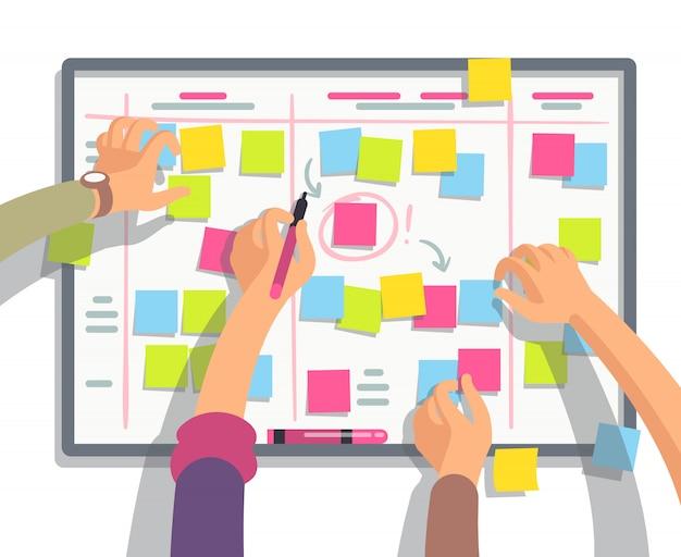 Equipe de desenvolvedores planejando tarefas de agendamento semanal no quadro de tarefas. Vetor Premium