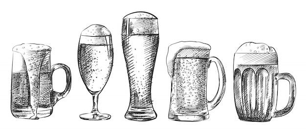 Esboço desenhado à mão do conjunto de copos de cerveja. o conjunto inclui vários tipos de copos de cerveja - caneca, cálice, weizen, caneca, krug Vetor Premium