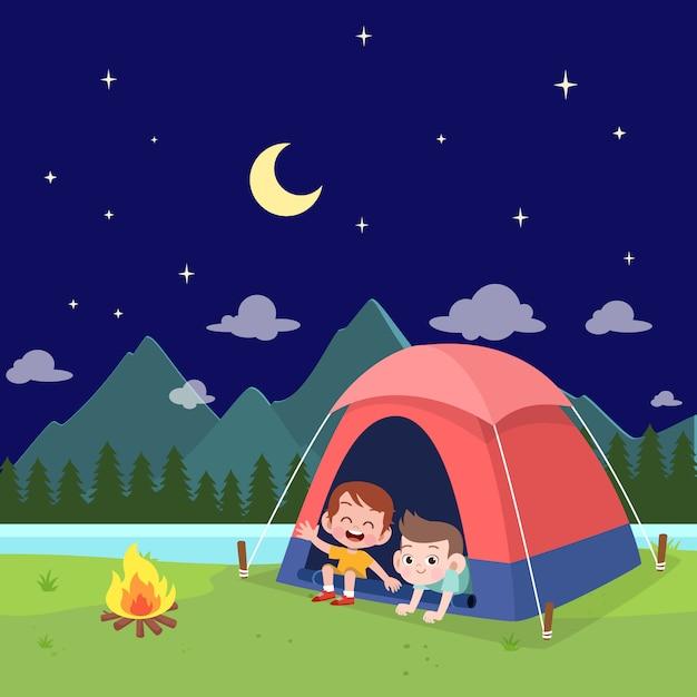 Escuteiros de crianças na ilustração de acampamento Vetor Premium