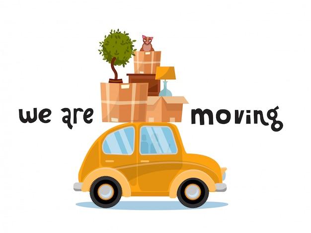 Estamos nos movendo conceito de letras. carro amarelo pequeno com as caixas no telhado com mobília, lâmpada, gato, planta. mudar de casa. Vetor Premium