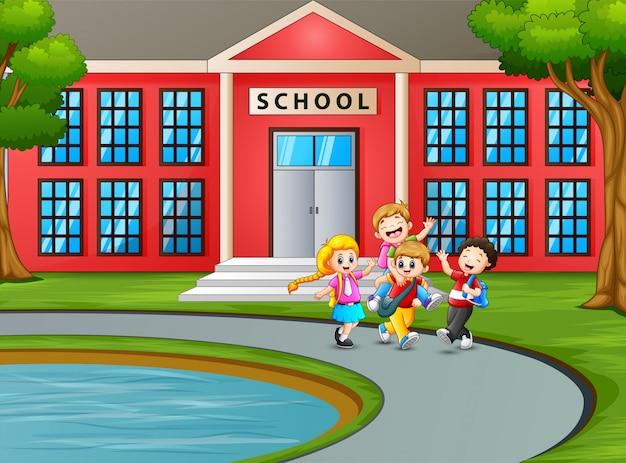 Estudante indo para casa depois da escola Vetor Premium