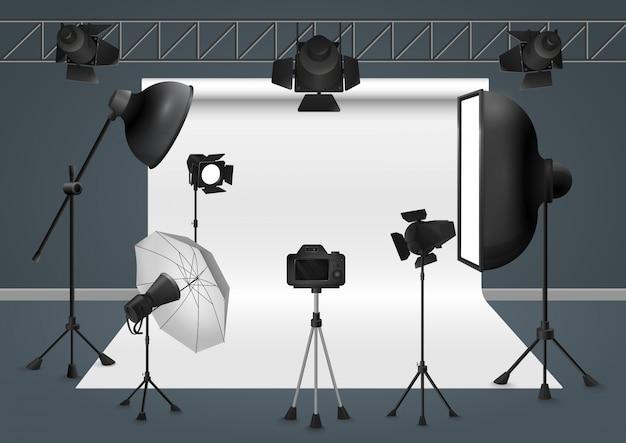 Estúdio fotográfico com câmera, projetor de flash de equipamento de iluminação, ilustração de softbox. Vetor Premium