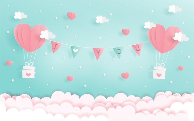Eu te amo conceito com balões de coração e rótulo no céu Vetor Premium