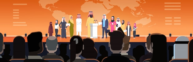 Executivos árabes agrupam na reunião da conferência ou na ilustração horizontal da apresentação equipe de altofalantes árabes no conceito incorporado da formação Vetor Premium