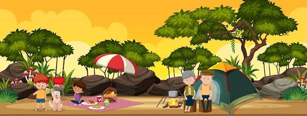 Família acampando na floresta Vetor Premium