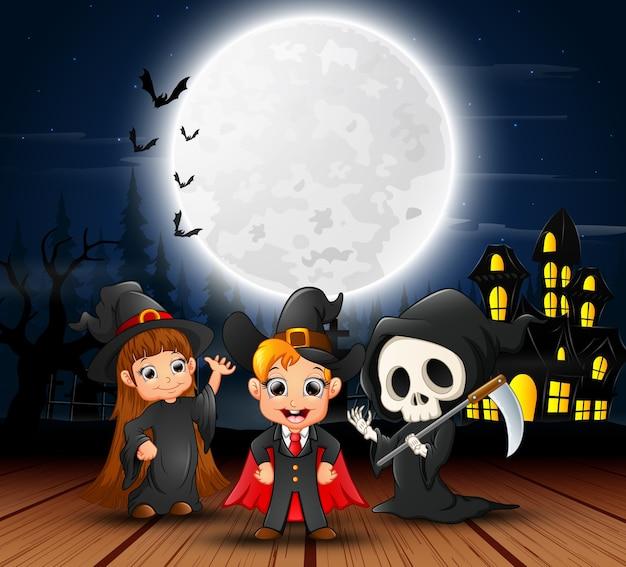 Feliz, dia das bruxas, crianças, com, assustador, casa Vetor Premium