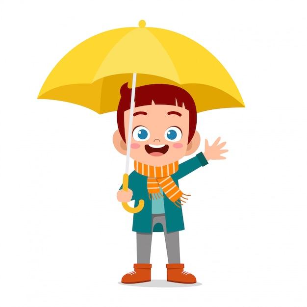 Feliz garoto bonito usar guarda-chuva dia de chuva Vetor Premium