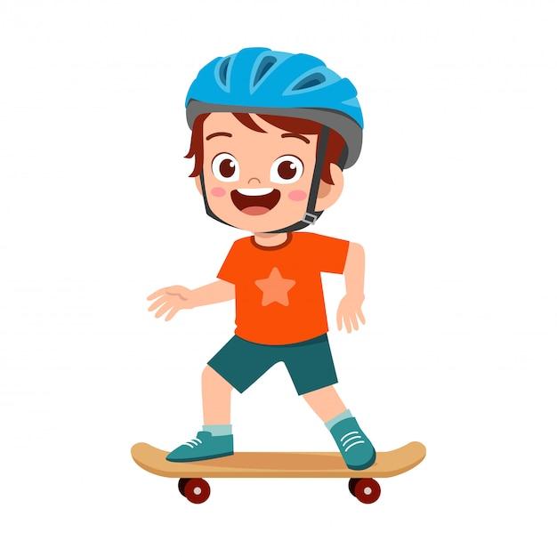 Feliz garoto garoto bonito jogar skate Vetor Premium