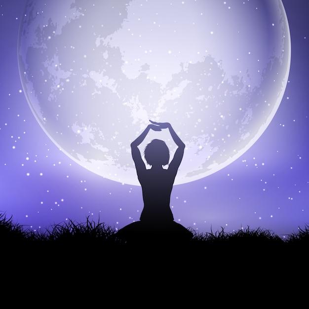 Fêmea em pose de ioga contra um céu ao luar Vetor grátis