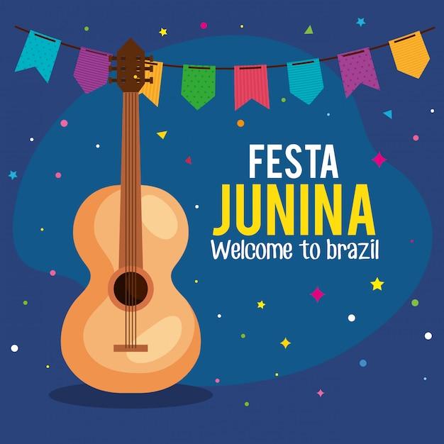 Festa junina cartão com guitarra e guirlandas penduradas Vetor Premium