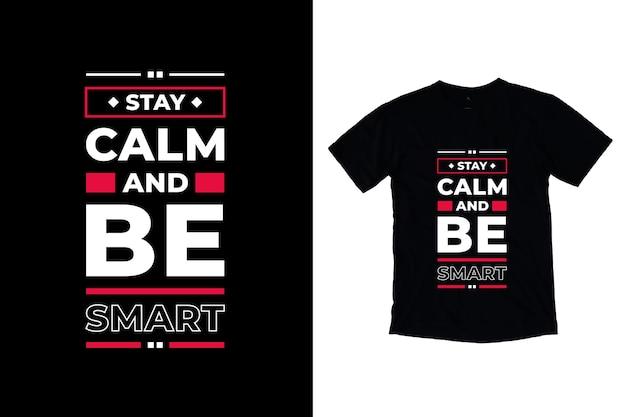 Fique calmo e seja inteligente com citações modernas de design de camiseta Vetor Premium