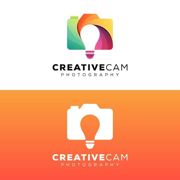 Fotografia de câmera criativa com modelo de design de logotipo de lâmpada Vetor Premium