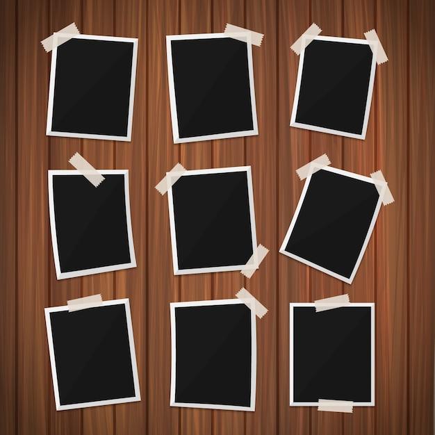 Frames da foto no fundo de madeira Vetor grátis