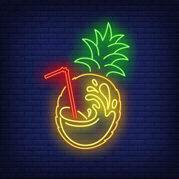 Frutas abacaxi com suco splash e palha sinal de néon Vetor grátis