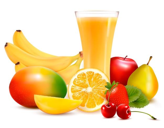 Frutas frescas e suco isolado no branco Vetor Premium