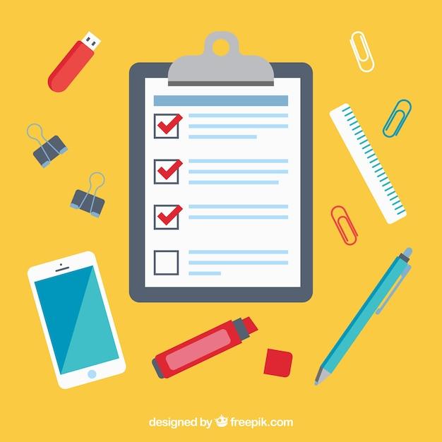 Fundo local de trabalho com lista de verificação e telemóvel Vetor grátis