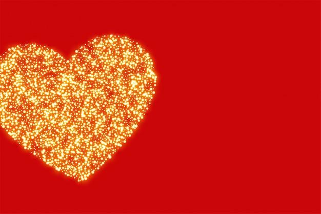 Fundo vermelho com coração de glitter dourado Vetor grátis