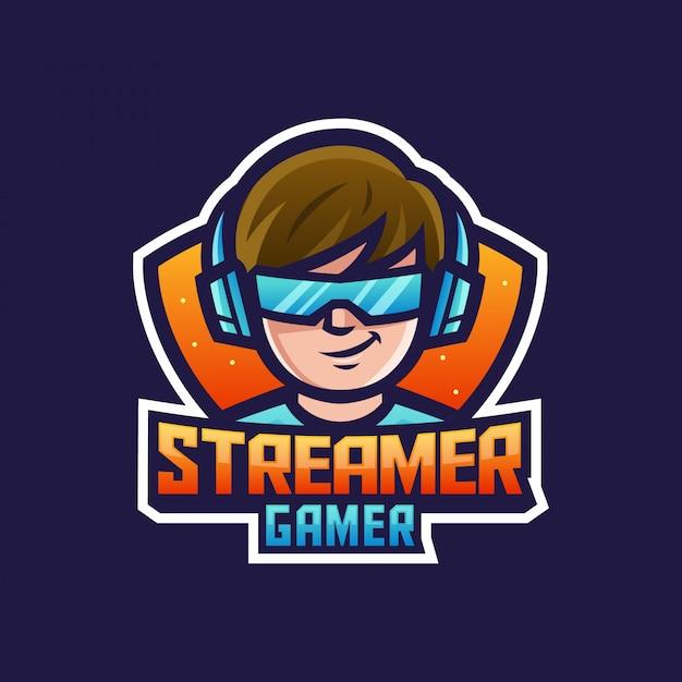 Gamer streamer boy ou man usando fones de ouvido e óculos para logotipo do mascote do personagem de desenho animado do jogo Vetor Premium