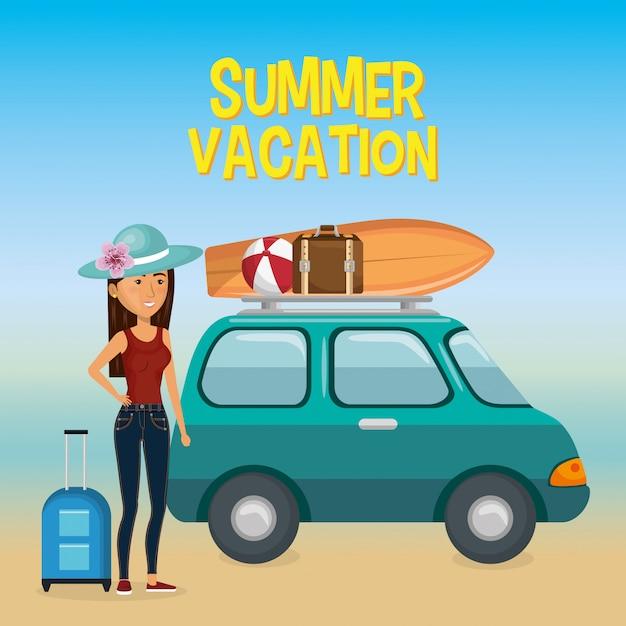 Garota na praia com férias de verão Vetor grátis