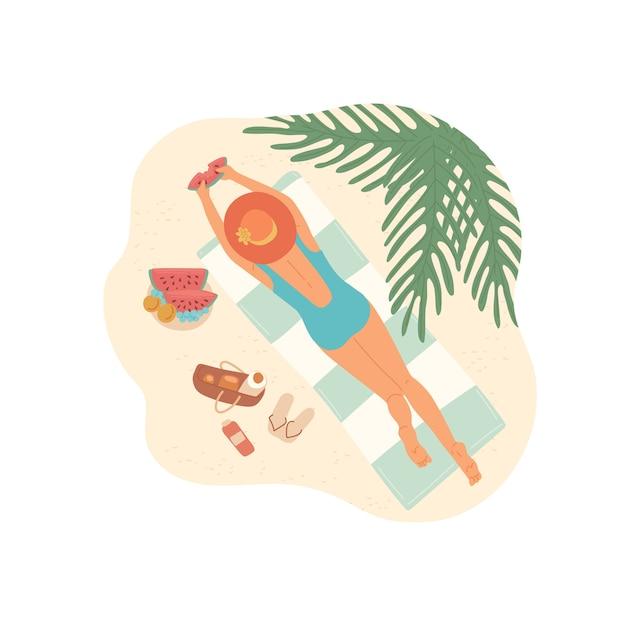 Garota na praia sob uma palmeira está tomando sol e comendo uma melancia. vista do topo Vetor Premium